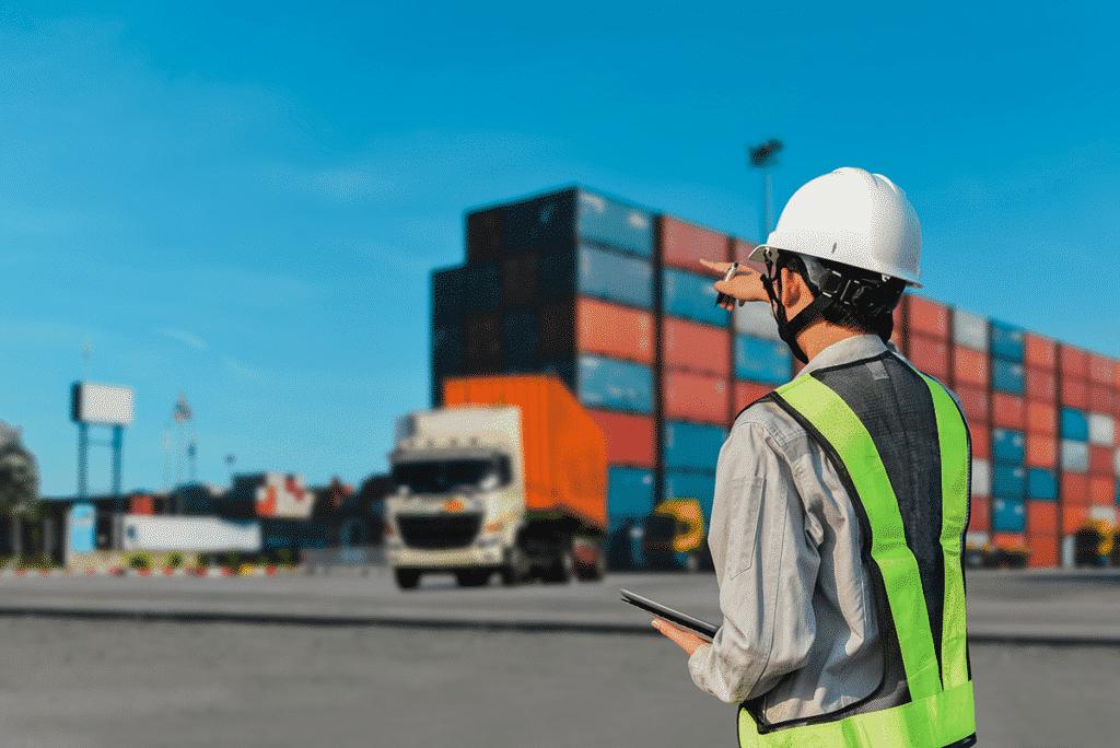Worker instructing shipping fleet utilizing information on tablet